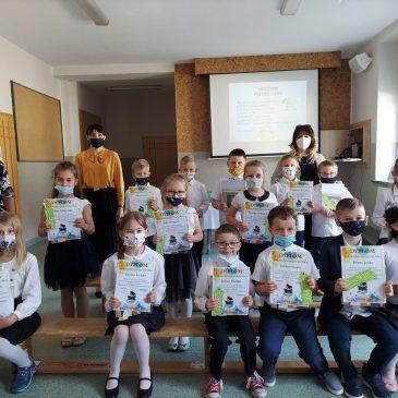 Przyjęci do grona czytelników biblioteki szkolnej