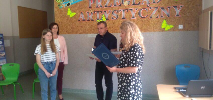 Wójt Gminy składa gratulacje Sonii Kociok Laureatce Wojewódzkiego Konkursu Języka Niemieckiego  w roku szkolnym 2020/2021